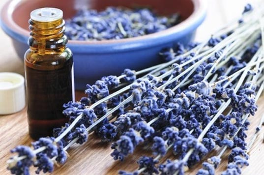 aromatherapy, aromatherapy during pregnancy, aromatherapy for baby, aromatherapy during labor, aromatherapy postpartum, rachel winard, soapwalla, natural relaxation remedies, aromatherapy for morning sickness, essential oils to avoid during pregnancy, essential oils to use during pregnancy