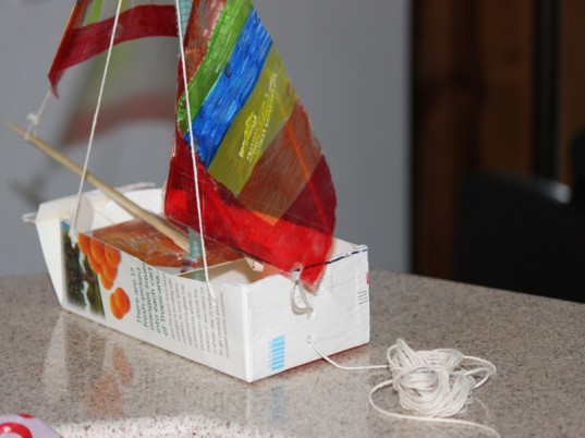 green kids, green baby, eco kids, eco baby, sustainable design for kids, green design, eco crafts, kids crafts, diy crafts, how to make a carton sailboat, how to, jennie lyon