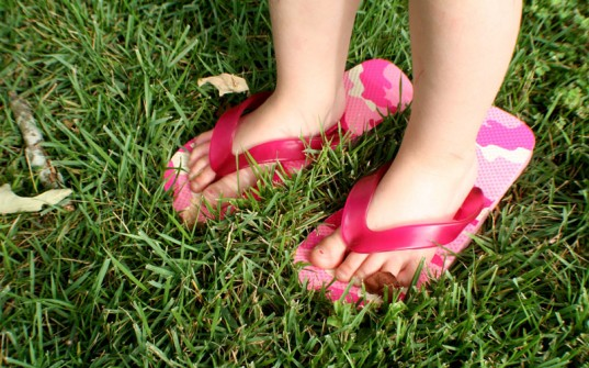 terracycle, old navy, flip flop recycling, recycle flip flops, recycling program, playground recycling, flip flops into playground, green playground