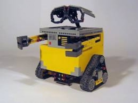 Real Life Wall-E Robot Made With LEGO Mindstorms & Motors!   Inhabitots