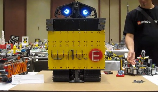 Real Life Wall-E Robot Made With LEGO Mindstorms & Motors! | Inhabitots
