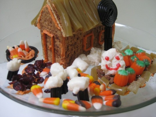 haunted house, halloween, graham cracker house, how to