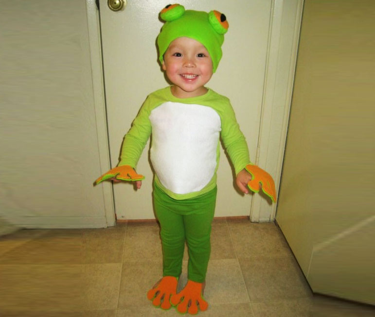 how to make an easy eco friendly frog halloween costume