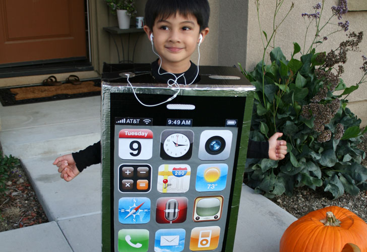 how to make a diy cardboard box iphone costume for halloween inhabitots - Halloween Box Costumes