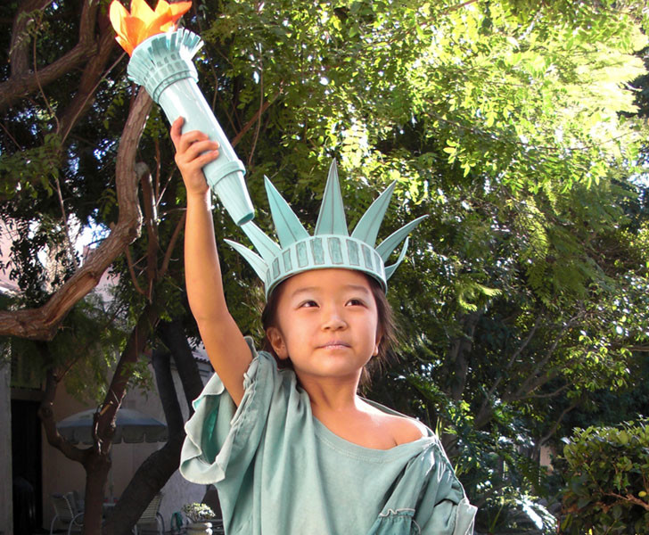 How to make a diy statue of liberty halloween costume inhabitots green holiday ideas for kids solutioingenieria Choice Image