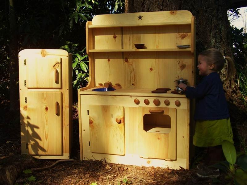 Heartwood Natural Toys Beautiful And Affordable All Wood Play Kitchen Sets  | Inhabitots