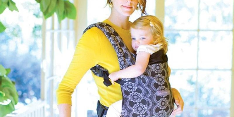 5be03186e12 ERGObaby   Petunia Pickle Bottom Team Up for New Organic Baby Carriers
