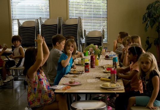 Children eating lunch at Montessori school