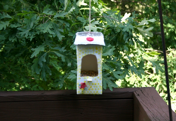 How to make a bird feeder out of a milk bottle
