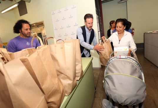 david arquette, ecomom, giving food to hungry, ecomom food drive, jody sherman