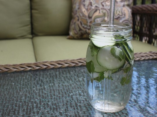 water drinking contest, infused water, ways to stay hydrated, hydrating drinks