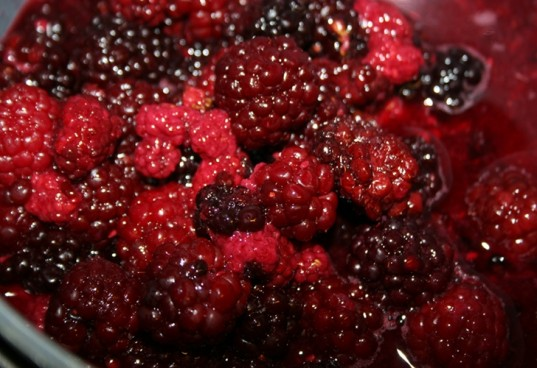 blackberries, blackberry cobbler, organic blackberry cobbler, organic berries