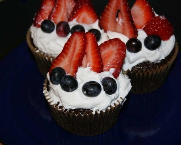 HOW TO: Make Red, White and Blue Chocolate Coconut Cupcakes...
