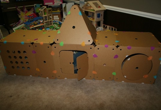 bildopolis, big builder, cardboard house