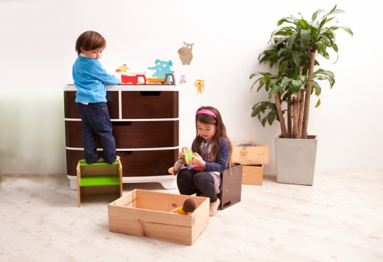 Bloom S 3 In 1 Pogo Is A Step Stool Booster Seat Amp Table