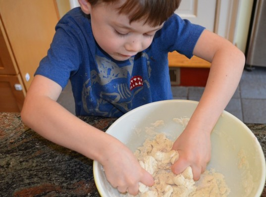 salt dough ornaments, how-to, kid friendly craft, green family