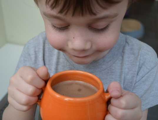 vegan hot chocolate, healthier holiday drinks, vegan recipe, green holiday ideas for kids