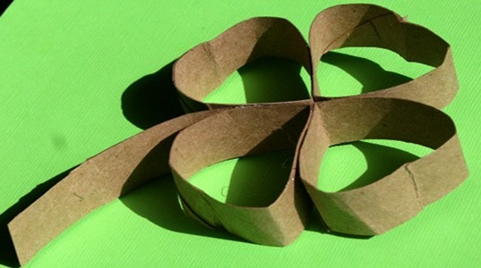 toilet paper roll clovers, st. patrick's day craft, crafting a green world