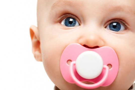 pacifiers, bpa free pacifiers, natural pacifiers, swapping saliva, swapping spit, childrens allergies, kids allergies, food allergies, skin allergies, asthma, babies health, sanitizing pacifiers, pacifier, center for disease control, microbes, alicia silverstone, pediatrics