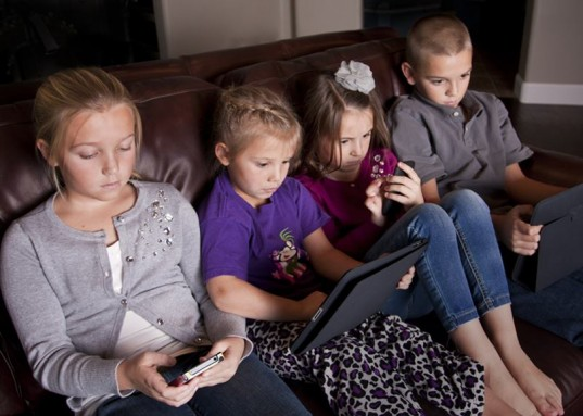 computer addiction, get outside, green kids, green parenting, nature kids, screen free, screen addiction, tv dangers, screen dangers, health hazards of screens, screen time, too much screen time