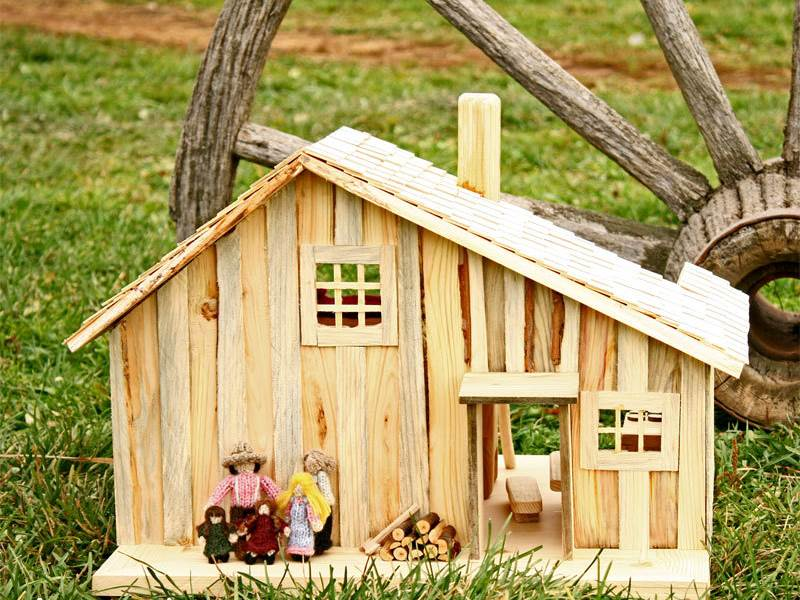Little House On The Prairie Dollhouse Allows Your Child To