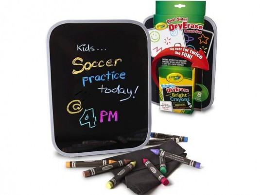 screen free, whiteboard, chalkboard, reusable boards, on-the-go activity, phone-free, screen free kids, pen and paper games, paper and pencil games, eco-friendly crayons, travel activities, Screen-free at Restaurants