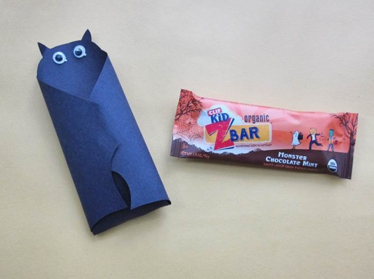 halloween candy alternatives, chocolate zbar, clif bar, clif kid, eco halloween, healthy halloween, green halloween, healthy halloween treat, organic halloween, organic halloween treat, trick or treat, zbars, chocolate mint zbar, halloween craft, halloween treat wrapper