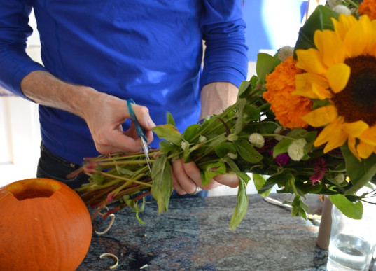 cutting flowers, pumpkin flower vase, craft, holiday craft