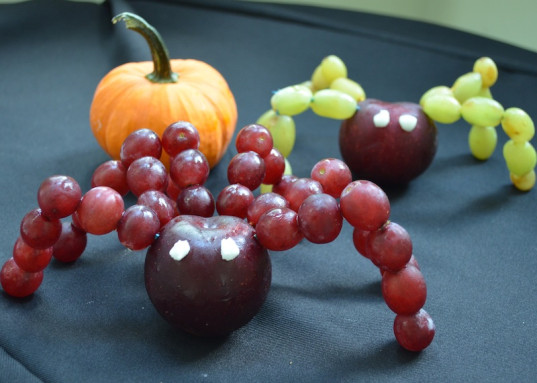 grape creatures, healthy Halloween recipes, green Halloween, green family