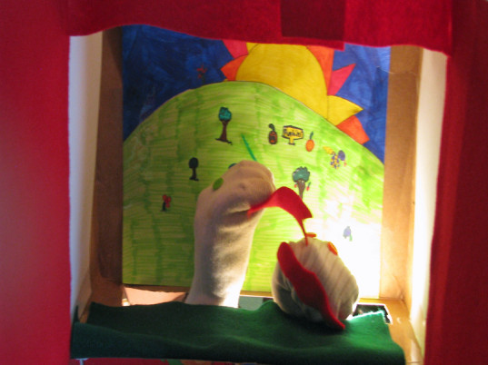 DIY crafts, eco kids, green design, green kids, homemade puppets, puppet theater, puppet stand, eco puppets, imaginative play, pretend play, sustainable design, puppet play