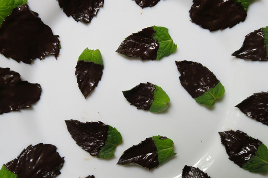 Chocolate-Dipped Mints, Valentine's Day recipe, food, how-to, recipe, vegan cooking