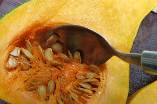 Roasted Caramel Pumpkin With Seeds and Sage, roasted pumpkin, pumpkin seeds, cooking, how-to, recipe, vegan cooking, slow cooking, overn cook