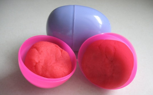 Ways to Reuse Plastic Easter Eggs, playdough, how to make scented playdough, Easter gifts, Easter crafts, Easter candy alternatives