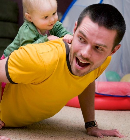 baby yoga, yoga with baby, happy dad, fitness, getting in shape as a new parent