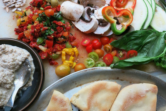 pita bread, pita pizza, mini pizza, vegan cooking, food, how-to, recipes, vegan cooking