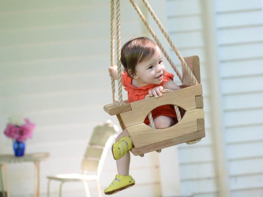 affordable green toys, eco toys, green design for kids, green kids, natural wood toys, non-toxic toys, outdoor toys, reclaimed wood toys, sustainable wood toys, The Original Tree Swing, wood swing, wooden swing