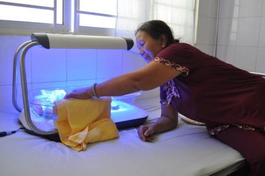Jaundice, firefly phototherapy device, led lights, design that matters, design that matters firefly, newborns, infant mortality, east meets west foundation, hospital, phototherapy, autism, breastfeeding, LED devices, energy saving, infant, new moms