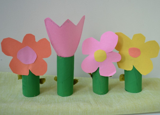 toilet paper roll flowers, upcycled crafts, crafts, kid friendly
