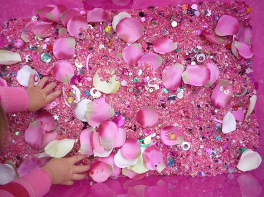 sensory table activity, sensory table, diy sensory table, water table, sand table, bubble play, sensory play, sensory fun, toddler learning, baby learning, educational activities, toddler activity, toddler senses, messy play