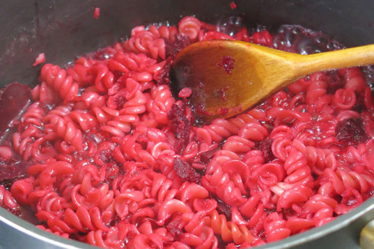 healthy recipe, how-to, vegan cooking, natural food coloring, beetroot, pink pasta