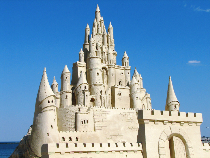 Building Sand Castles : Amazing sand sculptures that will inspire kids to get