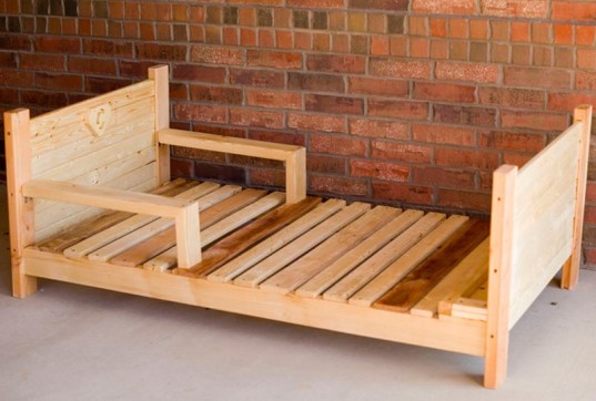 a cute sustainable handmade toddler bed for under 200 inhabitots. Black Bedroom Furniture Sets. Home Design Ideas