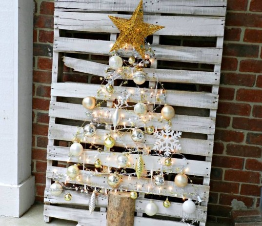 faux christmas trees, diy christmas tree, eco christmas, green christmas, eco-friendly christmas tree, DIY christmas, homemade christmas, wooden christmas tree, cardboard christmas tree, recycled christmas, crafty christmas, diy holiday