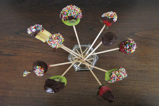Fruit Lollies, Dark Chocolate lollies, colorful sprinkles, vegan lollies, banana with chocolate,