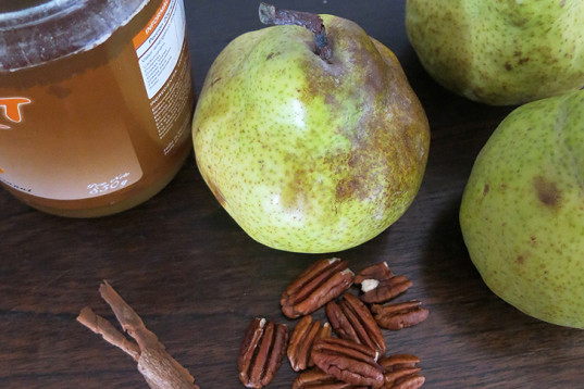 caramelized pears, baked pears, cinnamon and pecans, warm pears, winter recipe, caramelized syrup, vegan recipe