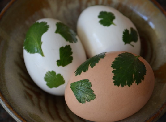 DIY, crafts, foliage eggs, Easter eggs