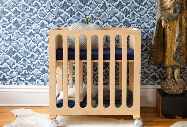 oeufu0027s fawn system converts from a bassinet on wheels to a fullsized crib inhabitots