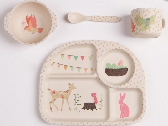 baby feeding & Love Maeu0027s biodegradable bamboo dinnerware sets feature charming ...
