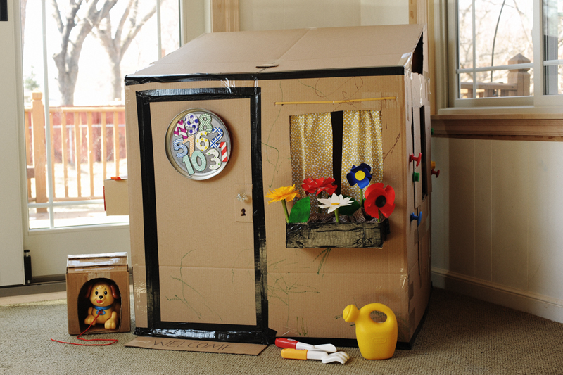 14 diy recycled cardboard crafts that will amaze your kids. Black Bedroom Furniture Sets. Home Design Ideas