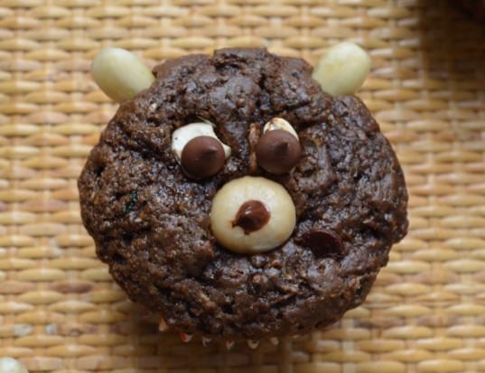 bear muffins, muffin decorating, vegan muffins, zucchini muffins